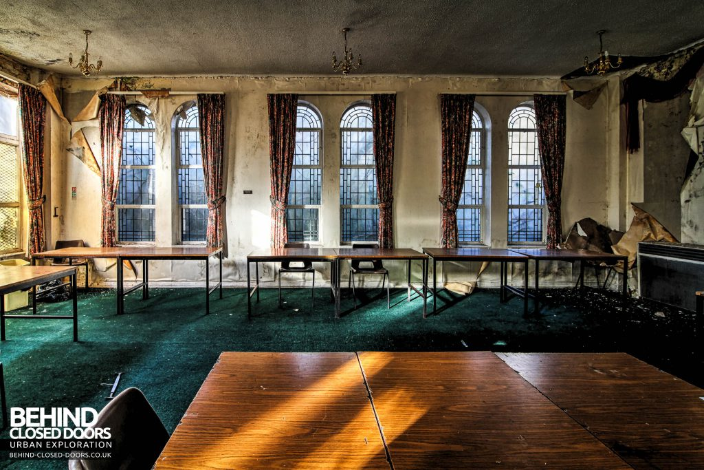 Greenbank Synagogue - Tables in a side room
