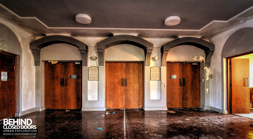 Greenbank Synagogue - Doorways in the entrance hall
