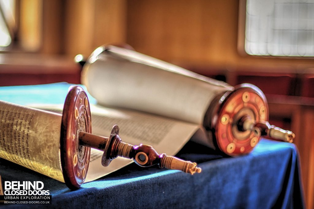 Greenbank Synagogue - Torah scroll detail
