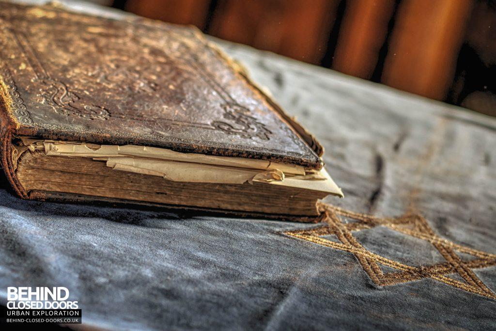 Greenbank Synagogue - Book and Star of David