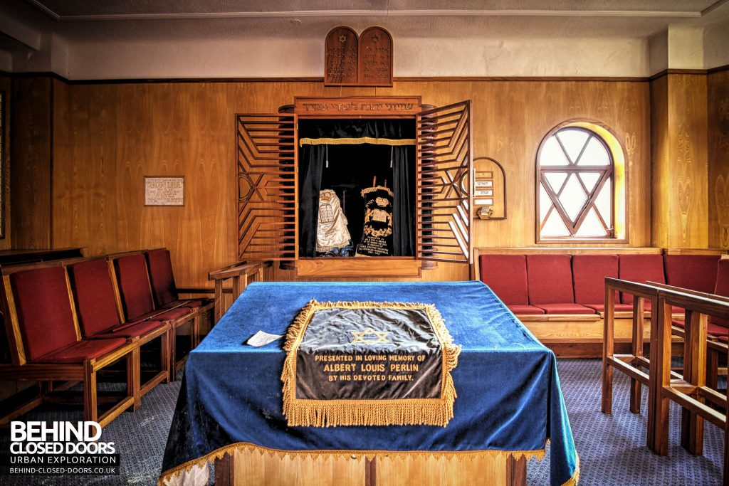 Greenbank Synagogue - Scroll display cabinet