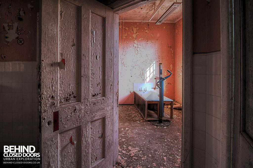 Severalls Hospital - Bathroom with Hoist