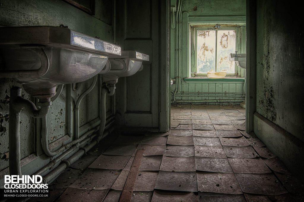 St Joseph's Seminary Upholland - Peely floor tiles in a bathroom