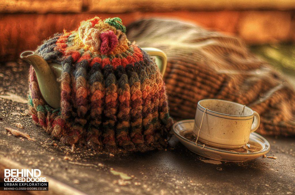 George Barnsley & Sons Cornish Works - Cozy Tea Pot