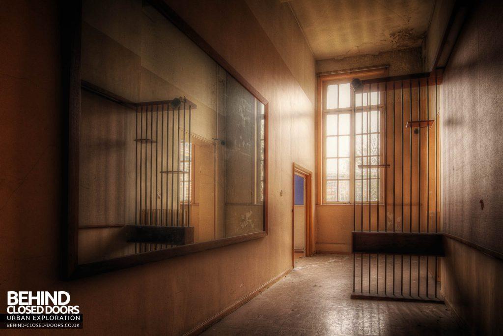 L'école FMP Scool France - Strange Corridor