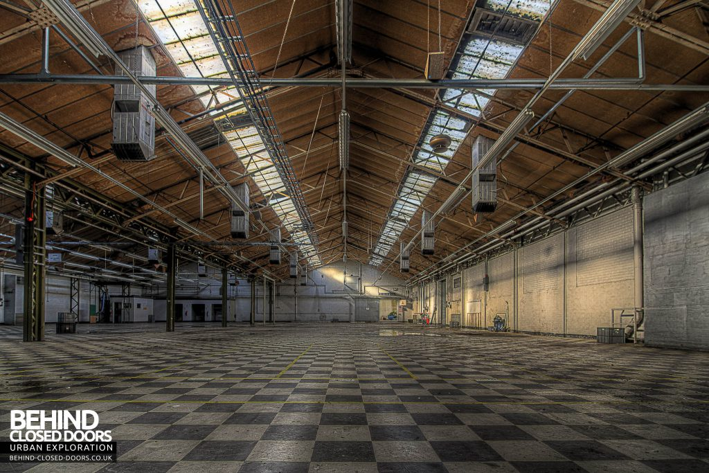 Sanyo Electronics Factory - Warehouse wit Chequered Floor