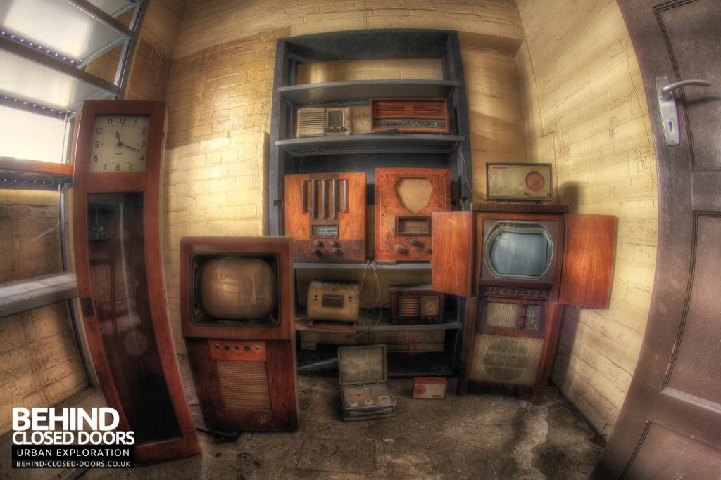 Sanyo Electronics Factory - Classic Retro TV's
