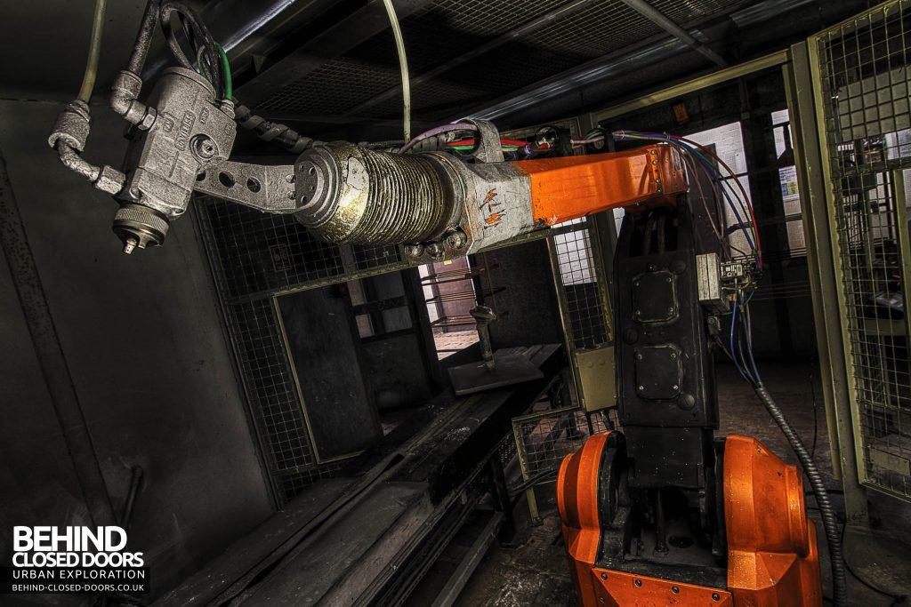 Sanyo Electronics Factory - Paint Spraying Robot