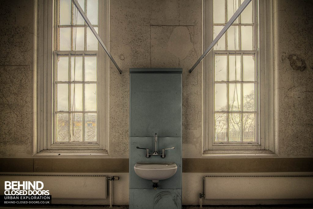 Cambridge Military Hospital, Main Building - Sink Symmetry