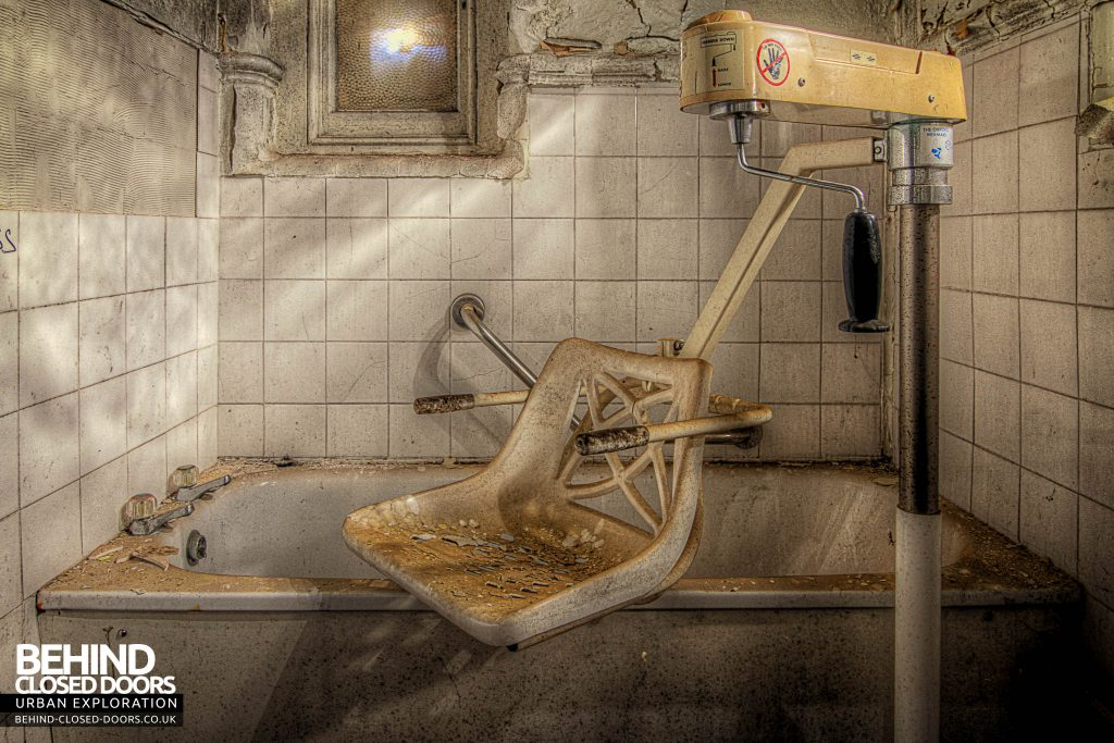 Cambridge Military Hospital, Main Building - Hoist chair in bathroom