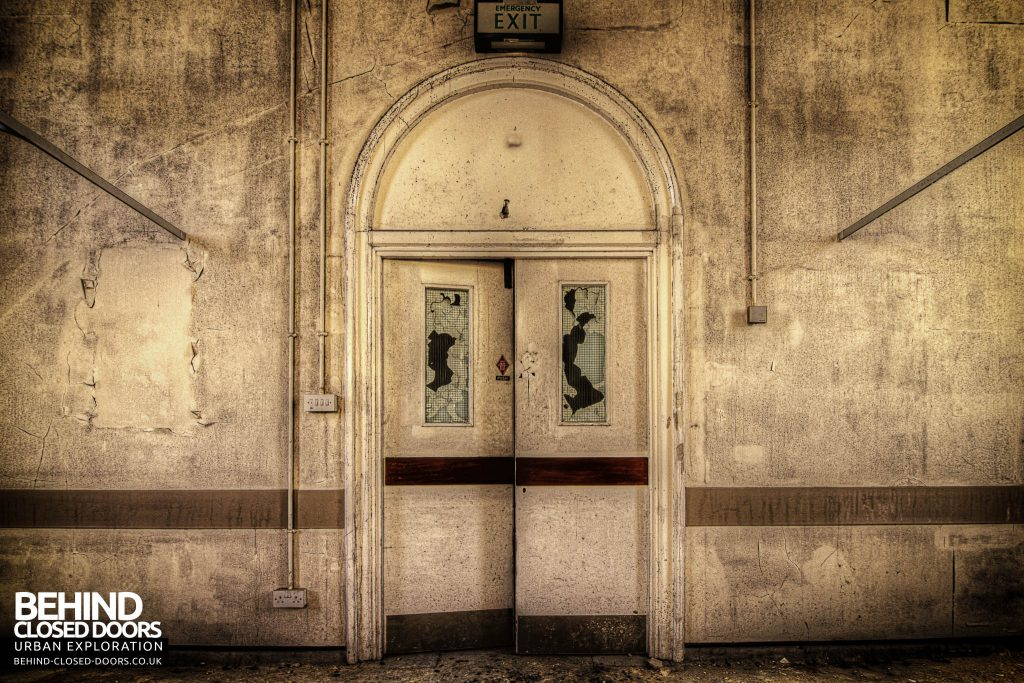 Cambridge Military Hospital, Main Building - Arched doorway