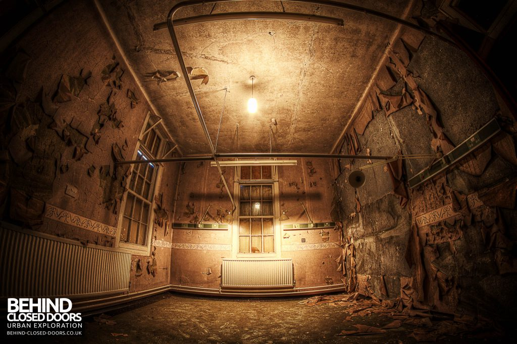 Cambridge Military Hospital, Maternity Ward - Decaying room with lights on