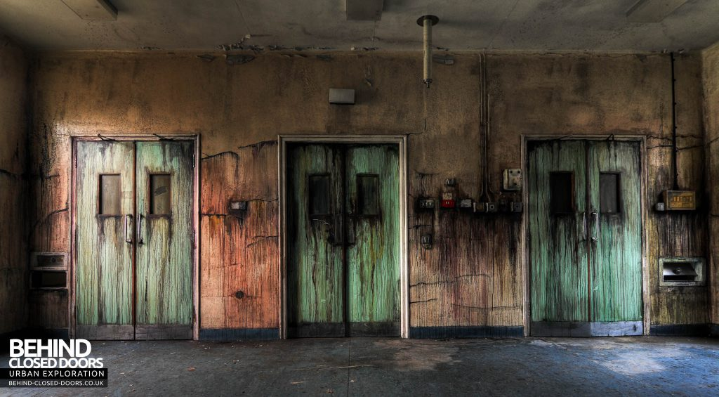 Cambridge Military Hospital, Maternity Ward - The infamous bleeding doors