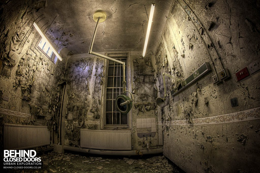Cambridge Military Hospital, Maternity Ward - Another room with lights on