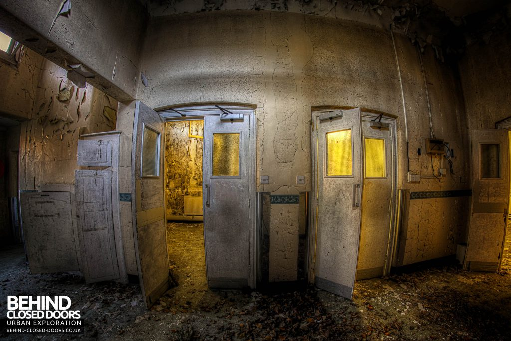 Cambridge Military Hospital, Maternity Ward - Doors with lights behind