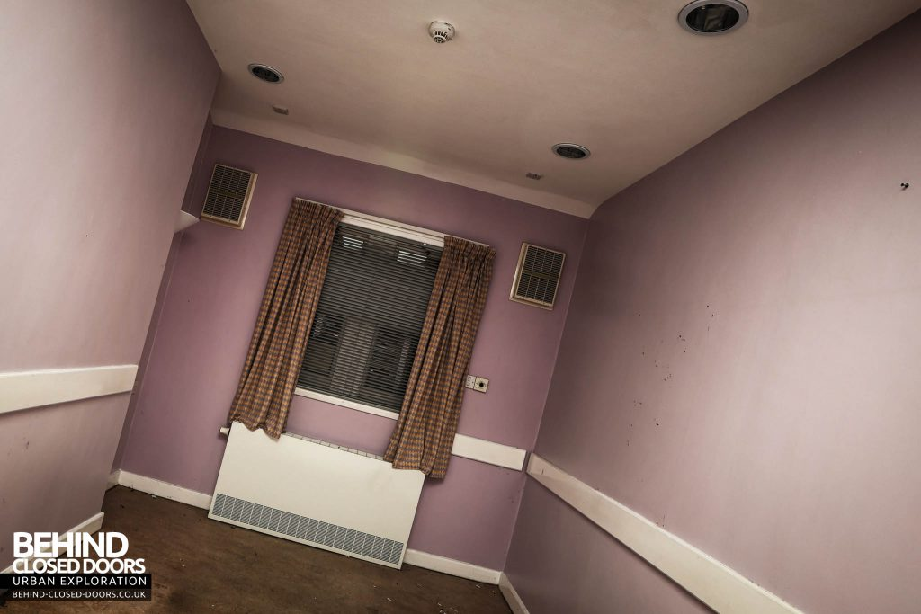 Shelton Asylum - Pink room