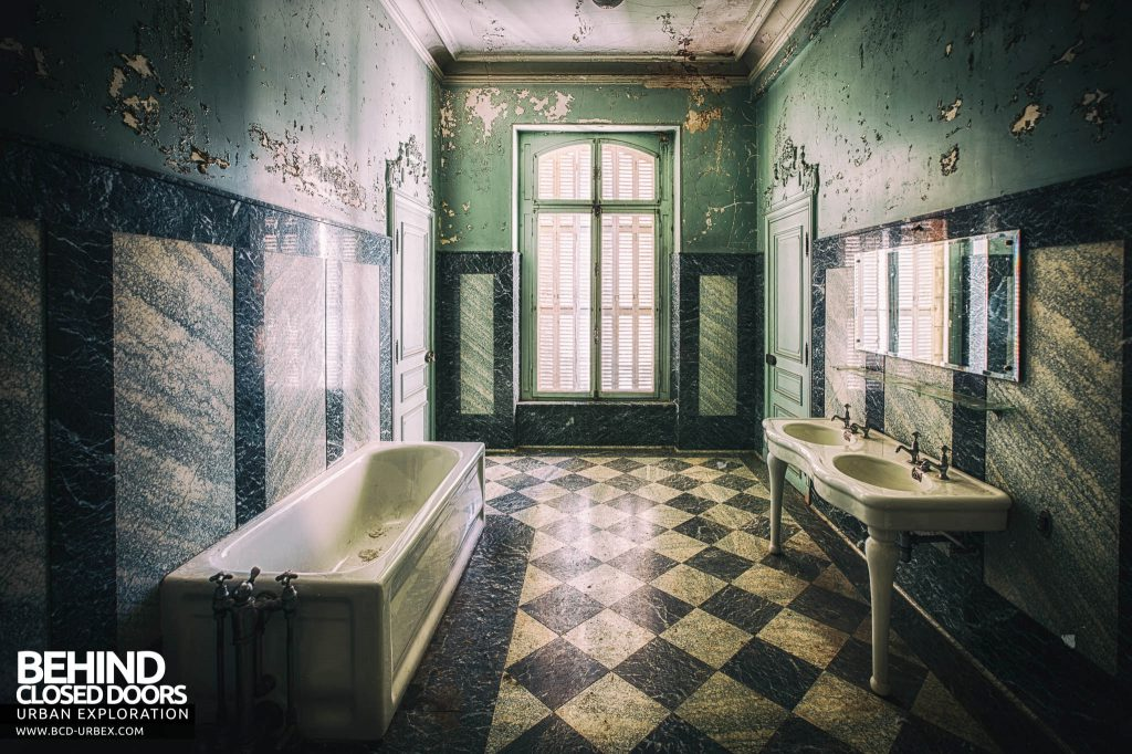 Château Lumiere - One of the marble bathrooms