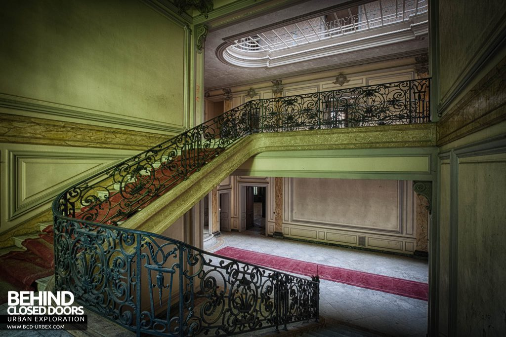 Château Lumiere - Looking down the stairs
