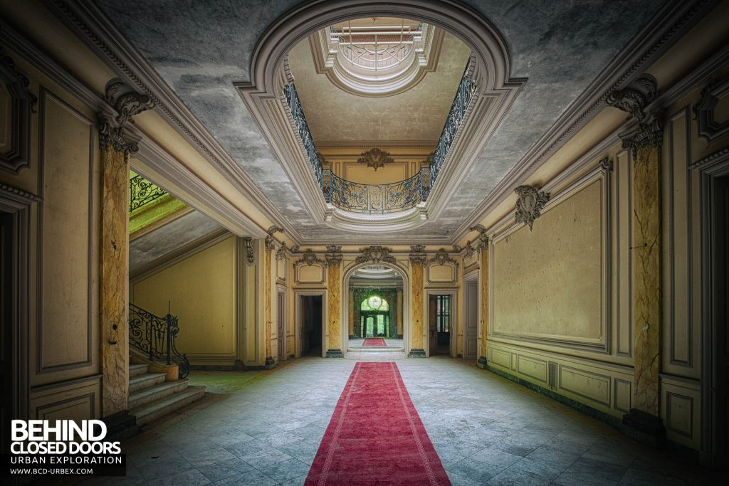 Château Lumiere - The main hallway on the ground floor