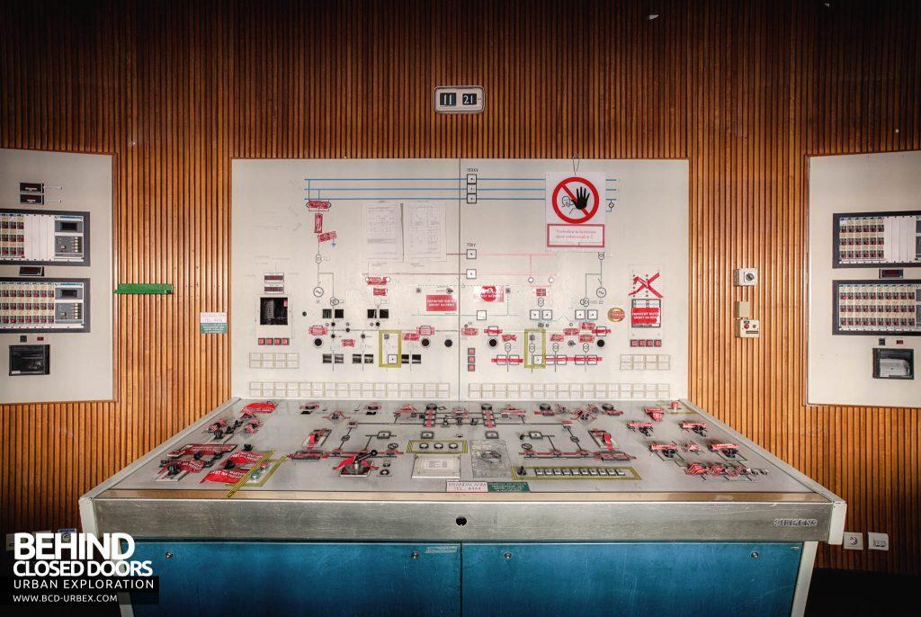 Ruien Power Plant - Desk in control room