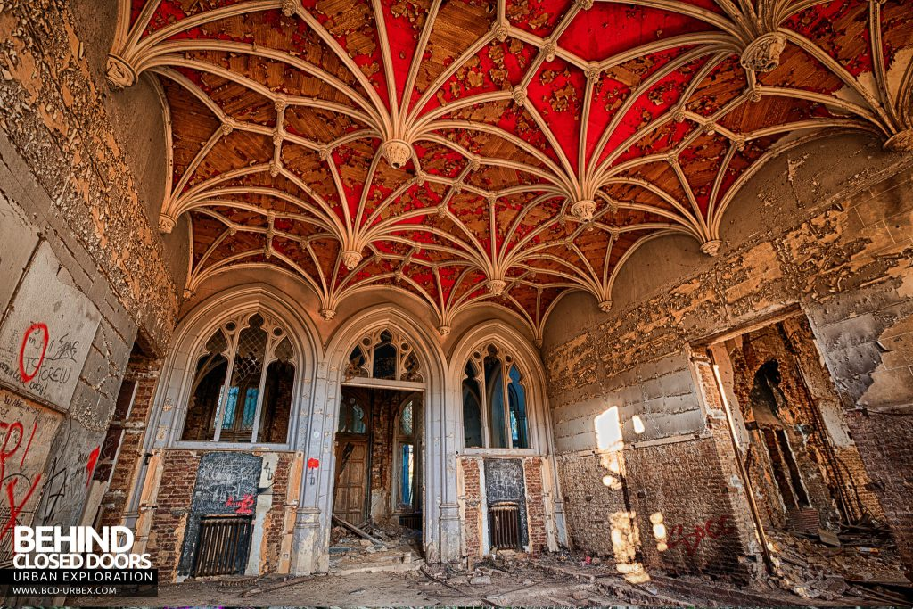 Castle Miranda aka Château de Noisy - The red ornate plasterwork of the ceiling in this room was amazing