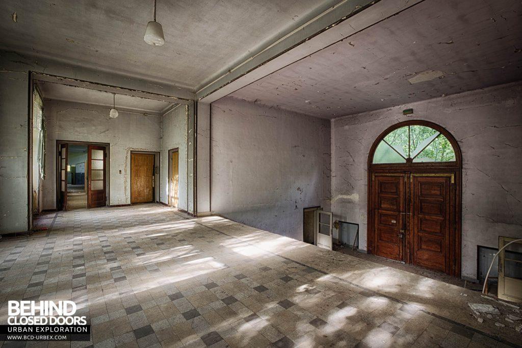 Pensionnat Catholique - Entrance Hall