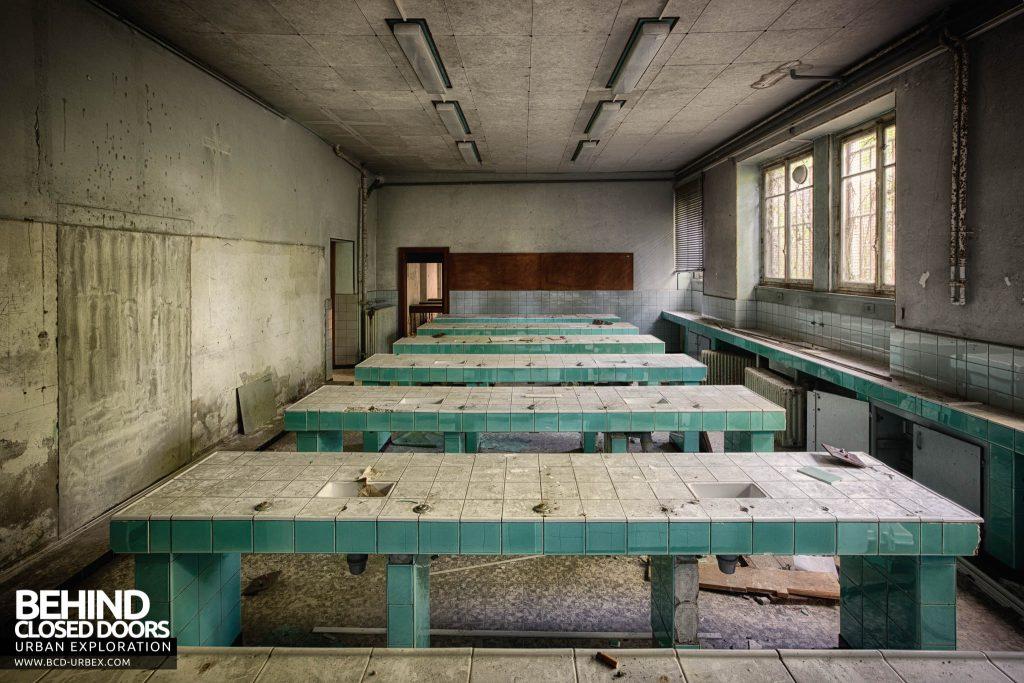 Pensionnat Catholique - Green classroom with tiled desks