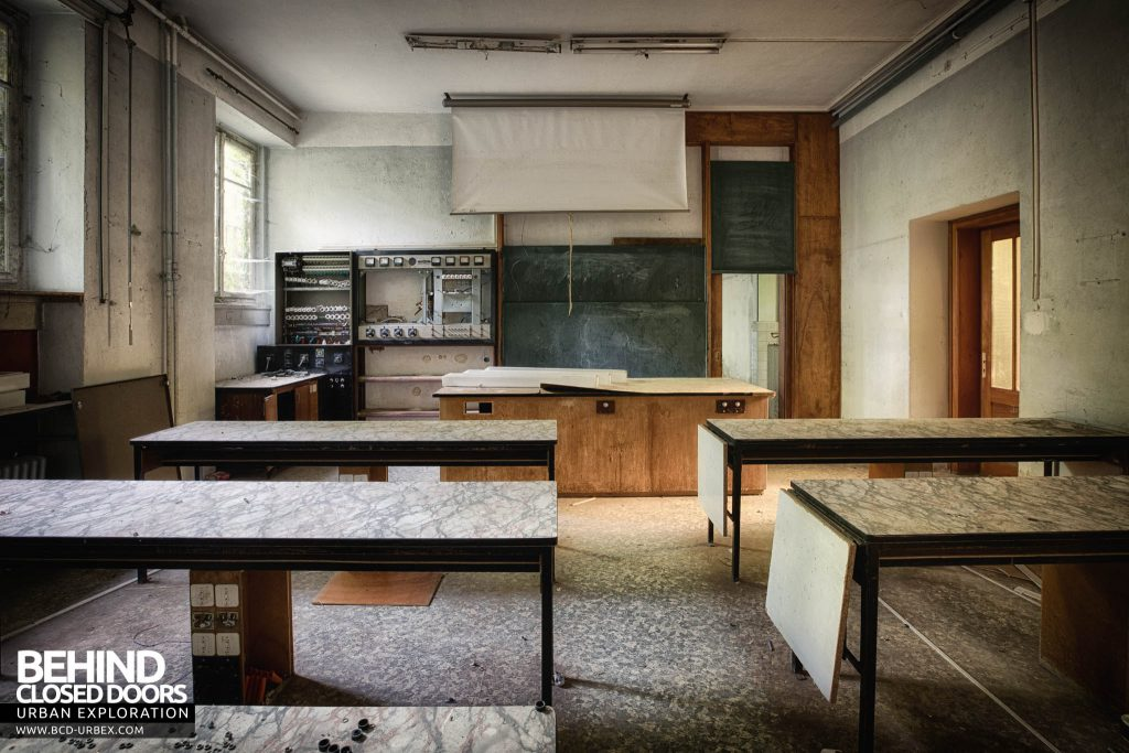 Pensionnat Catholique - Another classroom