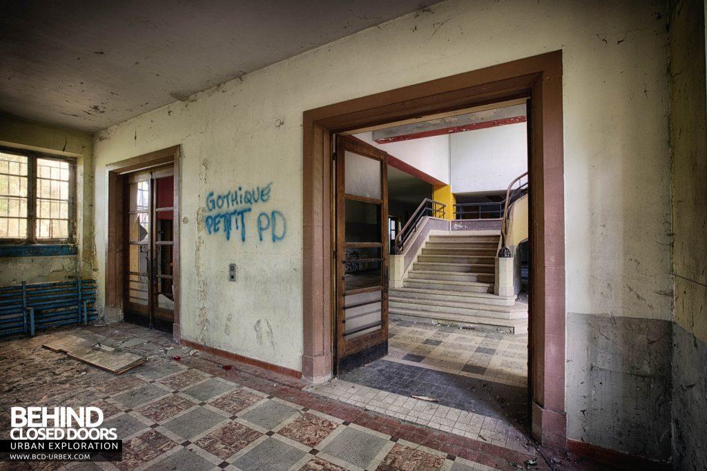 Pensionnat Catholique - Staircase through doorway