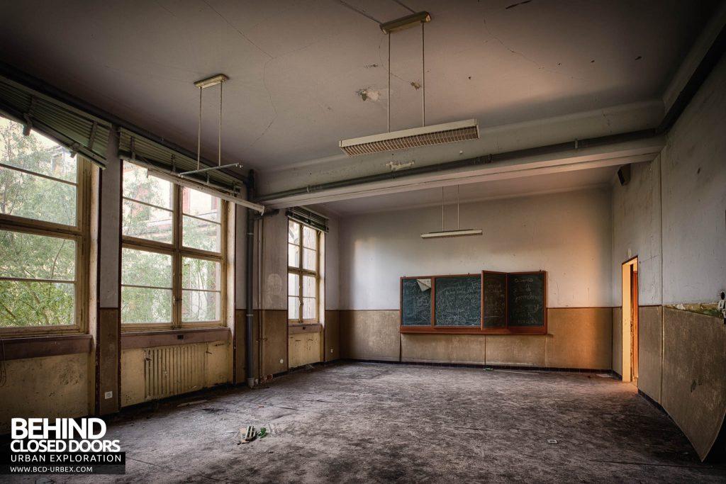 Pensionnat Catholique - Classroom with blackboard