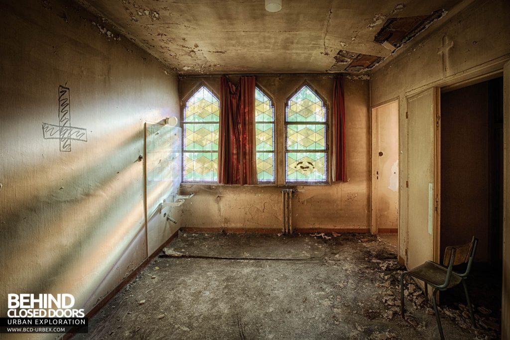 Pensionnat Catholique - Chapel side room