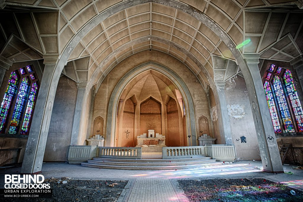 Pensionnat Catholique - Chapel alter wider view