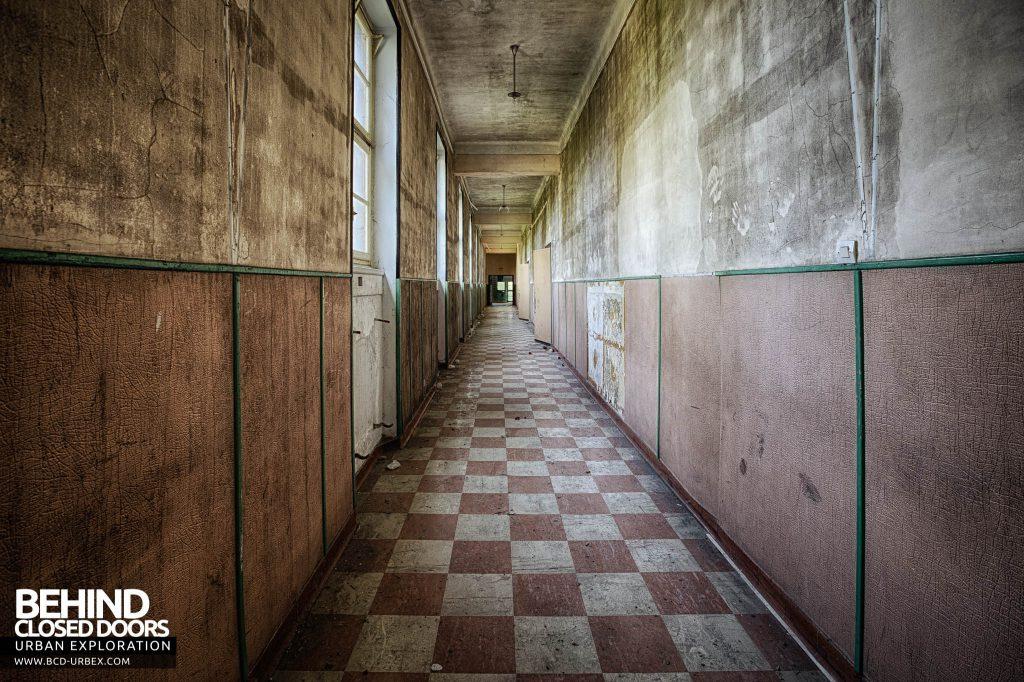 Pensionnat Catholique - Corridor