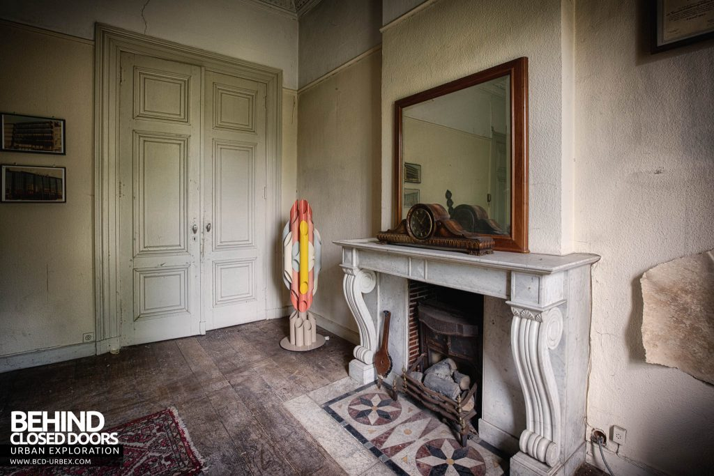 Villa Directeur - Fireplace in the office