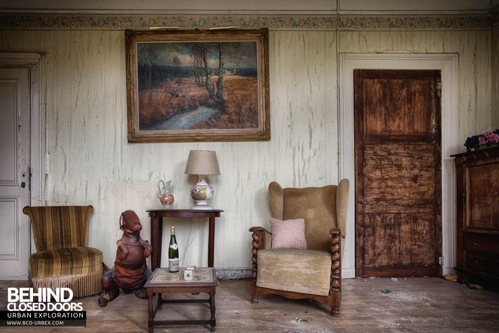Villa Directeur - Living Room with Kangaroo