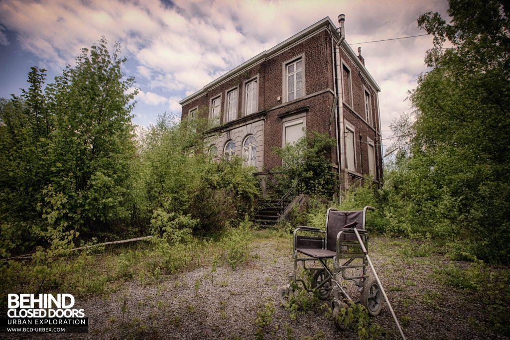 Villa Directeur - External with Wheelchair
