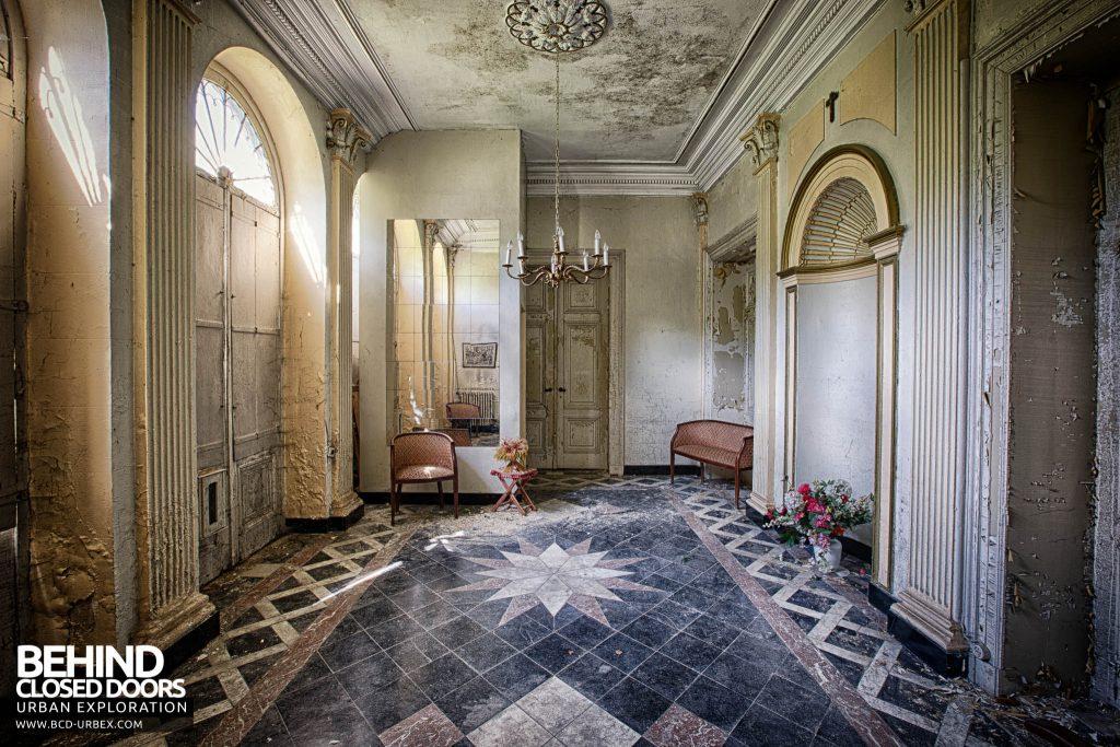 Villa Directeur - Front Doors