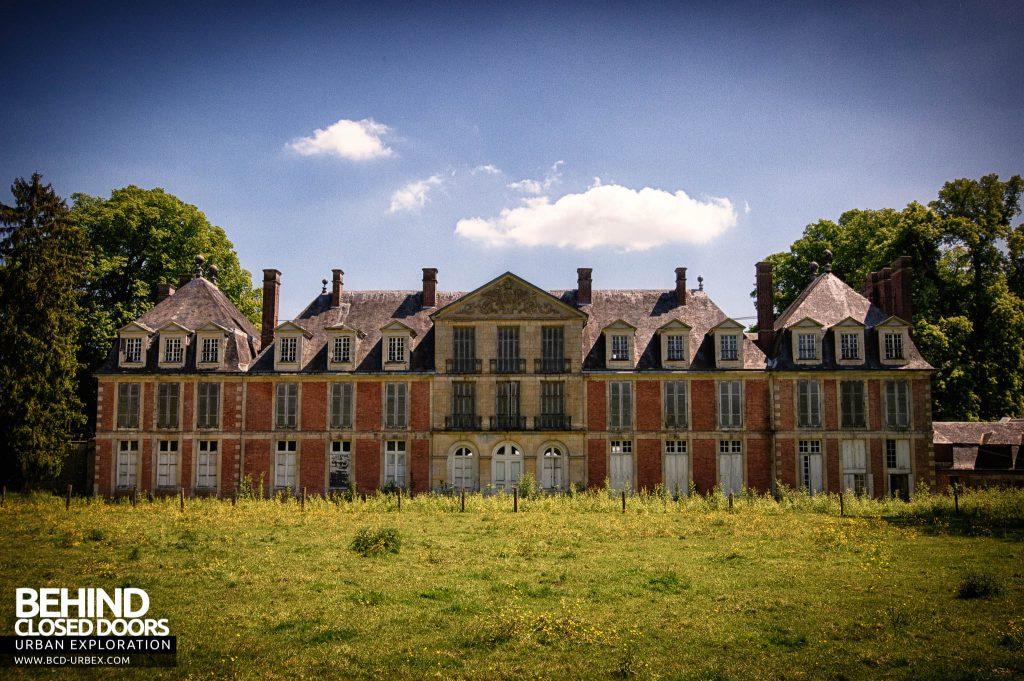 Château-du Cavalier - External