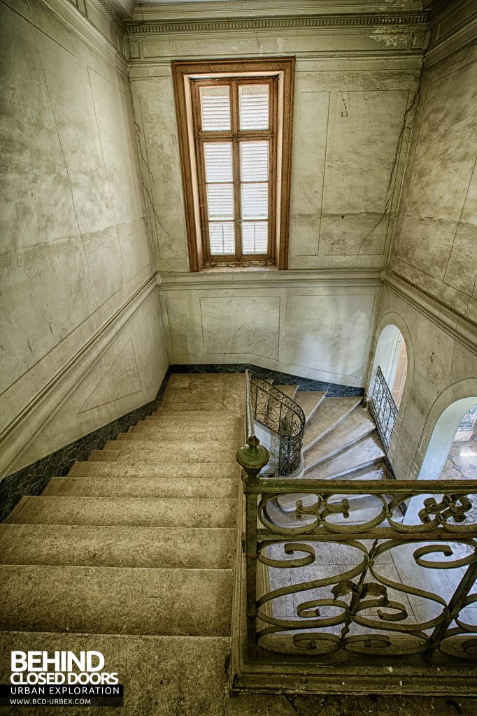 Château-du Cavalier - Top of the stairs