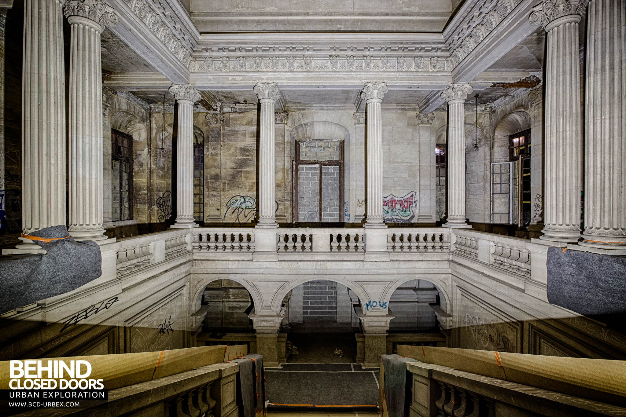Chateau de carnelle view across the main staircase for Interior columns for sale
