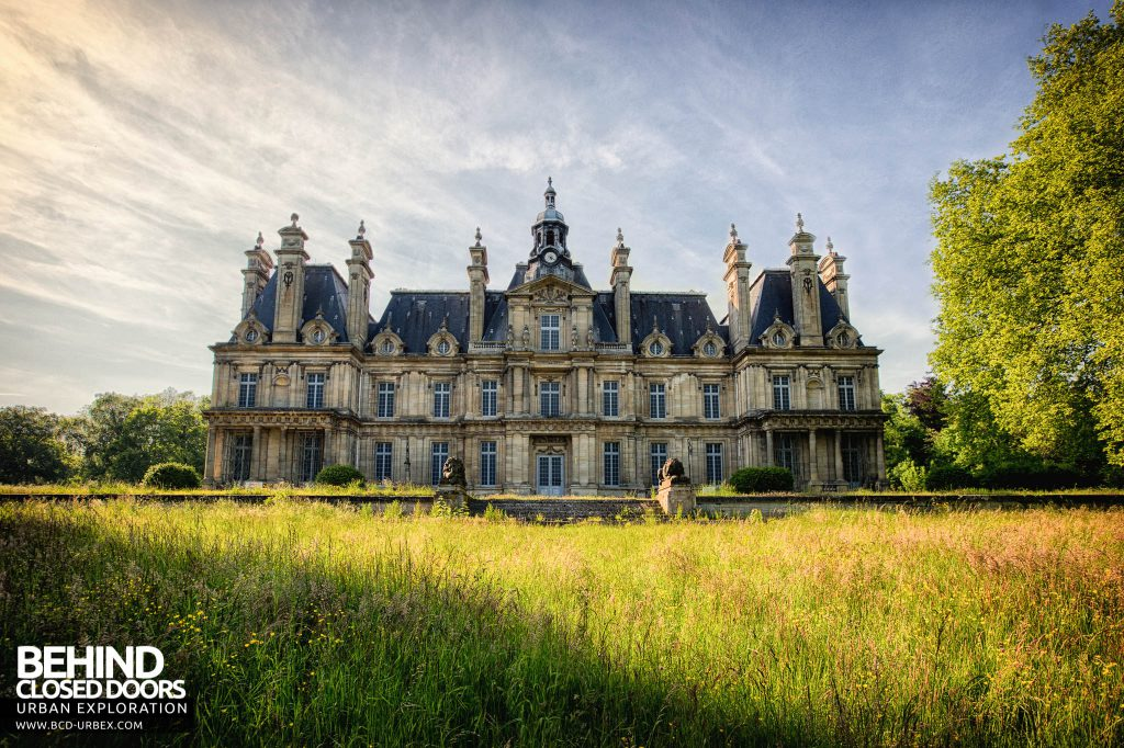 Chateau de Carnelle - Front elevation