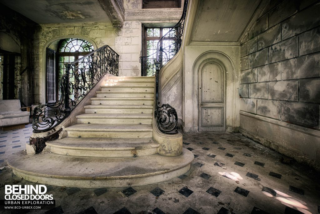 Château de Singes - The stunning staircase