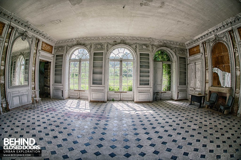 Château de Singes - The large room with the fisheye
