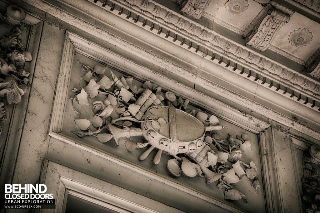 Château de Singes - Amazing plasterwork art