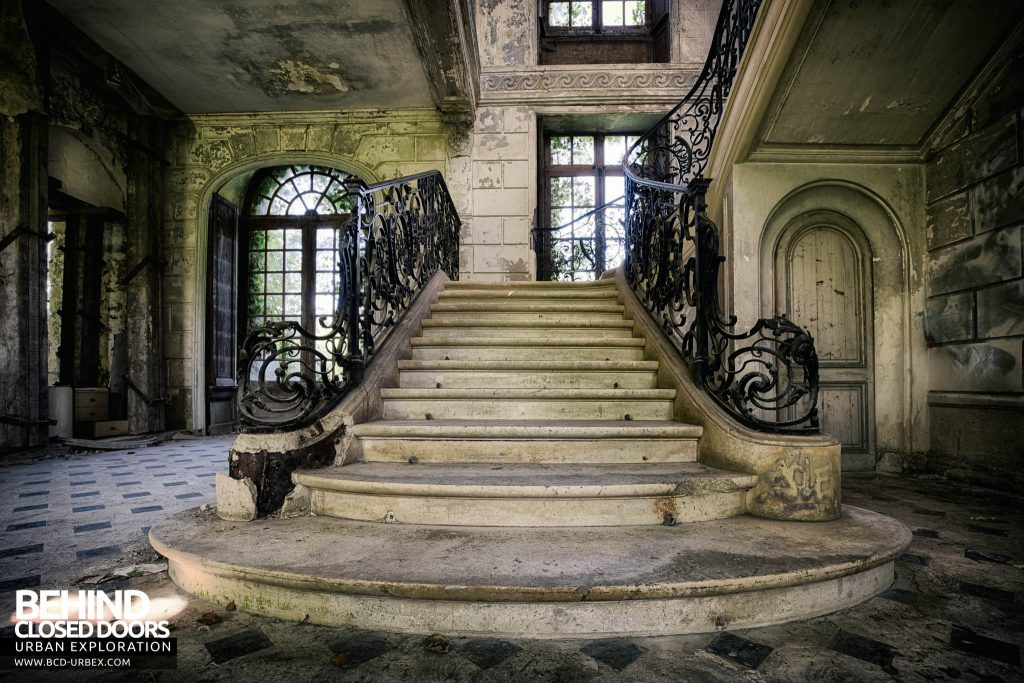 Château de Singes - Foot of the Stairs