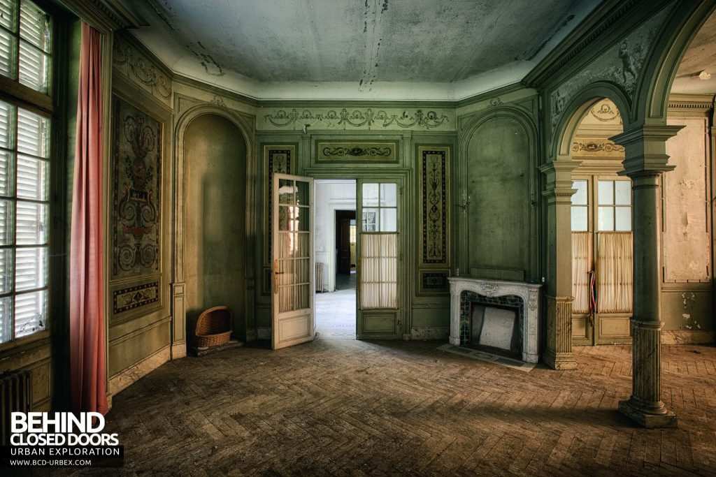 Château des Faisans - Details in the ornate room