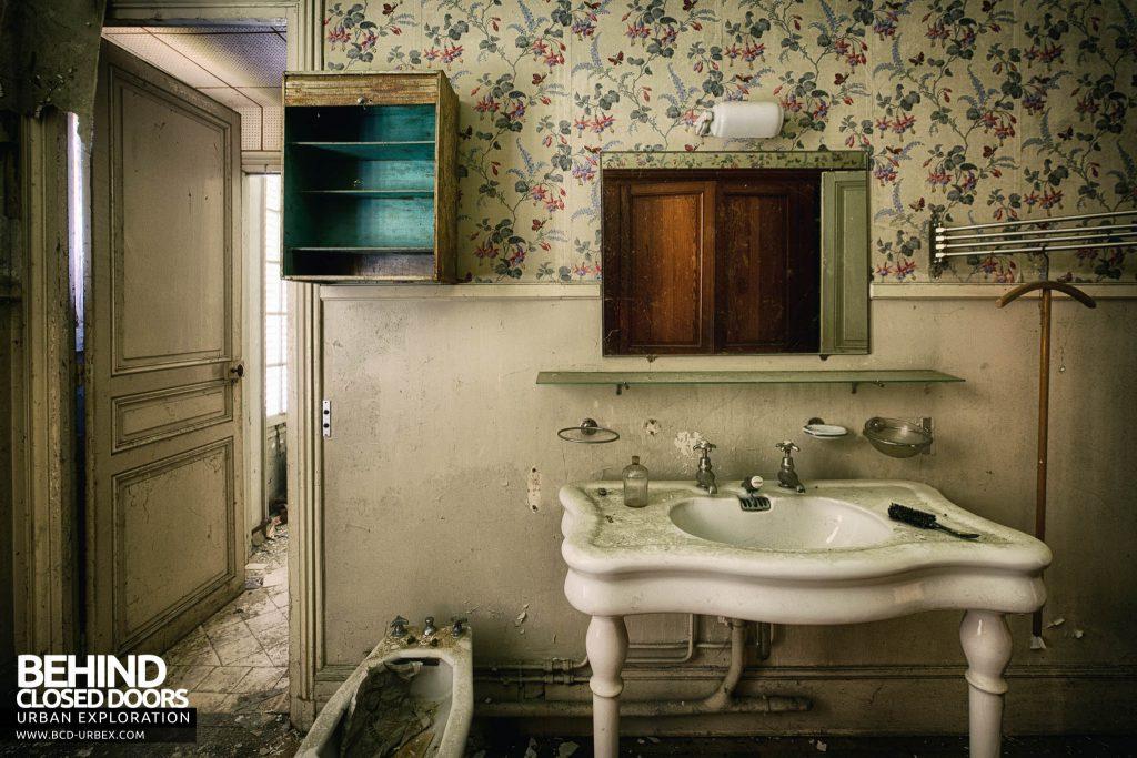 Château des Faisans - The master bathroom