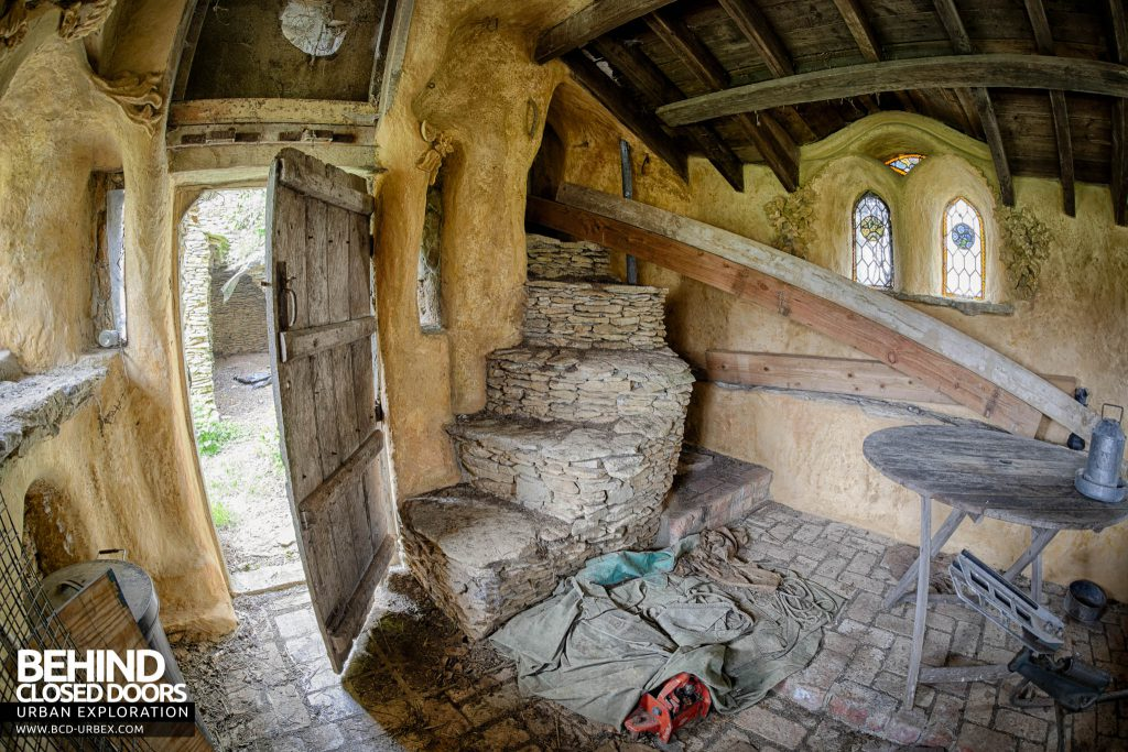 The Hobbit House aka Colin's Barn - Fisheye view inside the Hermitage