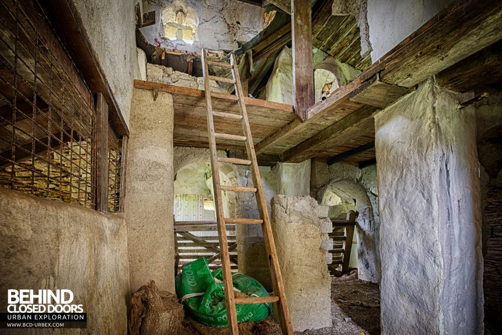 The Hobbit House aka Colin's Barn - Looking up the ladders
