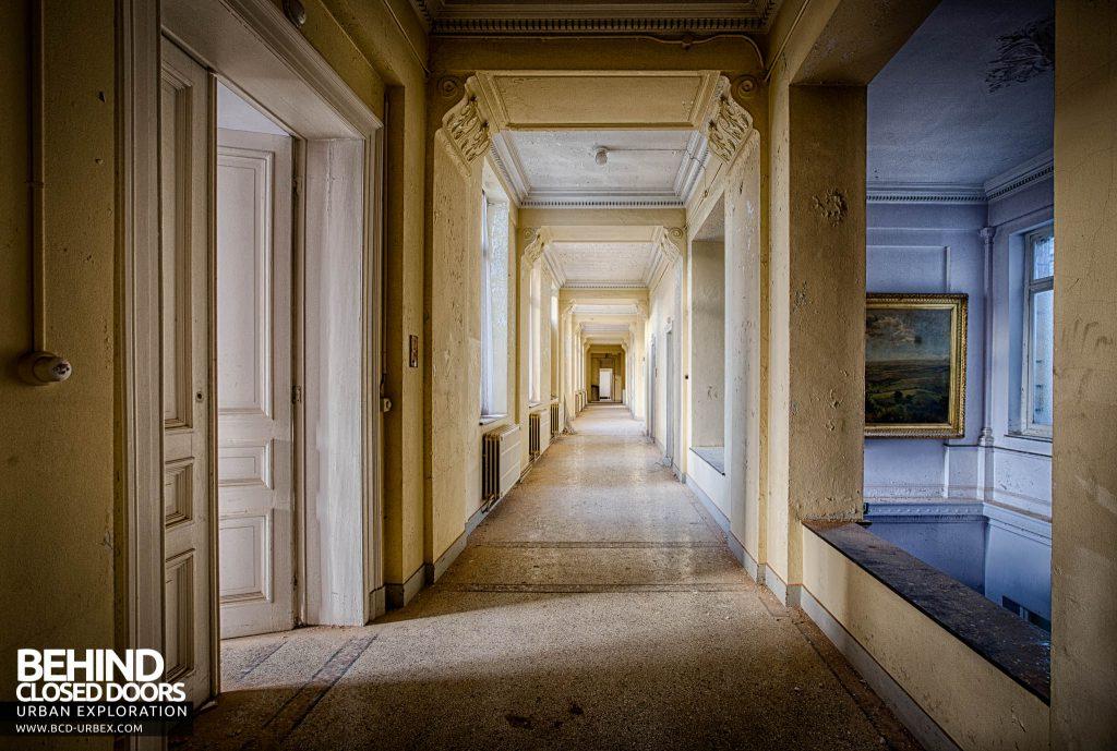 Alla Italia, Belgium - View down the corridor